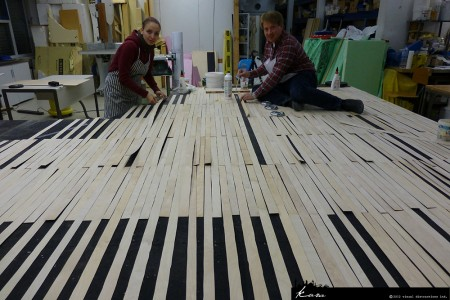 Jörg Steegmüller and Nina Milarch mounting the floor boards